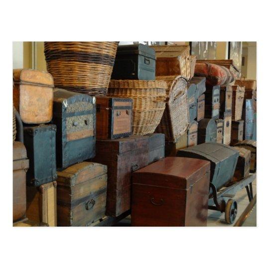 Troncos del vintage y viajero de mundo de postal