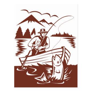 Trucha de cogida de la pesca del pescador de la mo postales