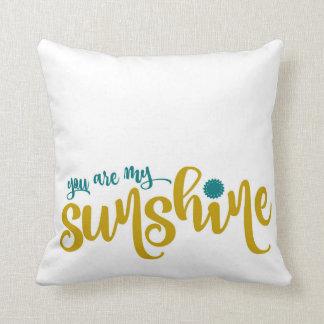 Trullo y tipografía amarilla mi sol cojín decorativo