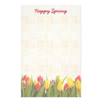 Tulipanes coloridos de la primavera feliz papelería