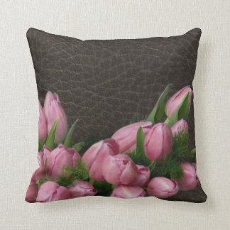 Tulipanes elegantes de Leather&Romantic Cojín