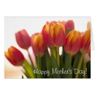 Tulipanes preciosos para las madres tarjeta de felicitación