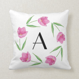 Tulipanes rosados de la acuarela que enmarcan cojín decorativo