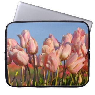 Tulipanes rosados de la primavera funda para ordenador
