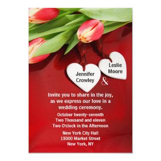 Tulipanes y corazones que casan la invitación