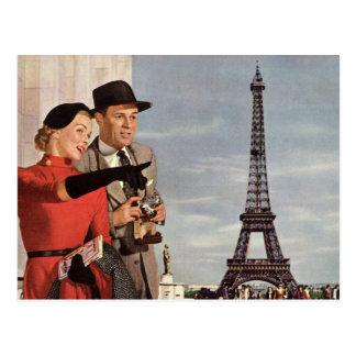 Turistas del vintage que viajan en la torre Eiffel Tarjeta Postal