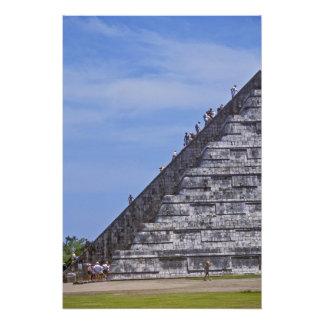 Turistas que suben las escaleras en ruinas del EL Fotografias