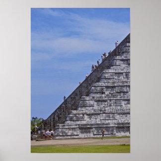 Turistas que suben las escaleras en ruinas del EL Impresiones