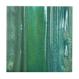 Turquesa y reflexiones azules en el vidrio azulejo cuadrado pequeño