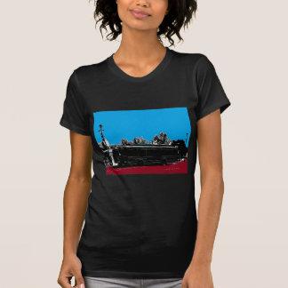 Turquesa y rojo con tinta negra camiseta