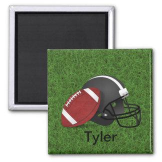 Tyler_Football y casco en el imán de la hierba