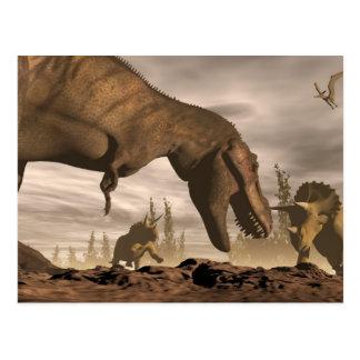 Tyrannosaurus que ruge en el triceratops - 3D Postal