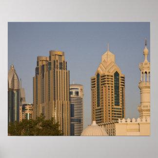 UAE Dubai Alminar de la mezquita en el Al Wasl Poster