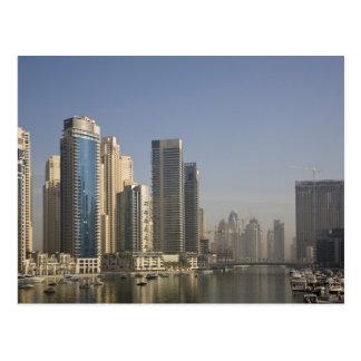 UAE, Dubai. Torres del puerto deportivo con los ba Tarjetas Postales