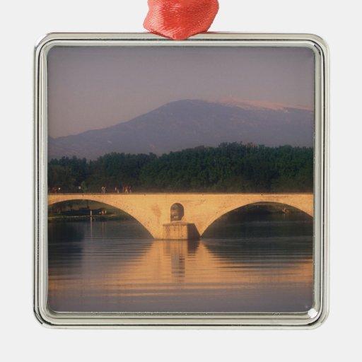 UE, Francia, Provence, Vaucluse, Aviñón. Pont Ornamento De Reyes Magos