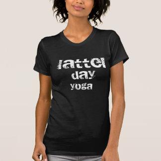 Última camisa de la yoga del día