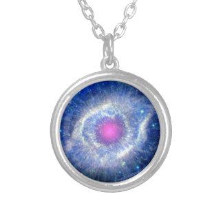 Ultravioleta de la nebulosa de la hélice colgante redondo