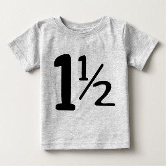 Un año y media camiseta del niño