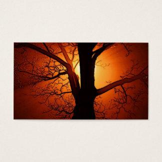 Un árbol desnudo en la puesta del sol tarjeta de negocios