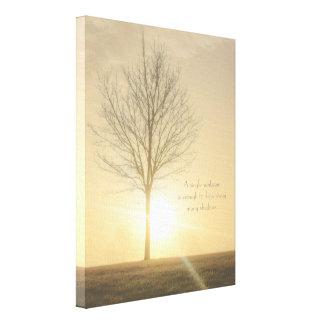 Un árbol, niebla y una salida del sol con los impresión en lienzo