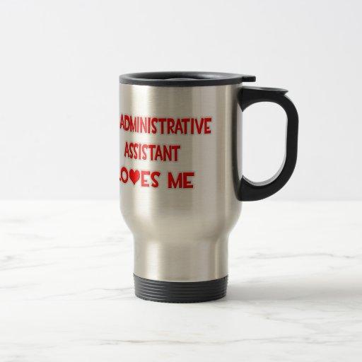 Un ayudante administrativo me ama tazas de café