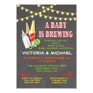 Un bebé está elaborando cerveza invitaciones de la invitación 12,7 x 17,8 cm