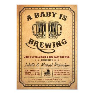 """""""Un bebé está elaborando cerveza"""" invitaciones del Invitación 12,7 X 17,8 Cm"""