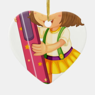 un chica que sostiene el lápiz adorno de cerámica en forma de corazón