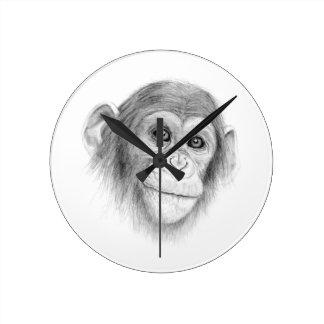 Un chimpancé, no monkeying alrededor bosquejo reloj redondo mediano