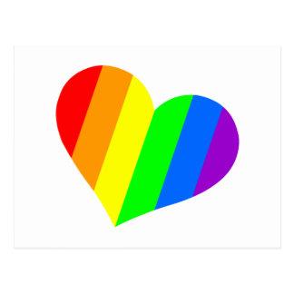 Un corazón en colores del arco iris postal