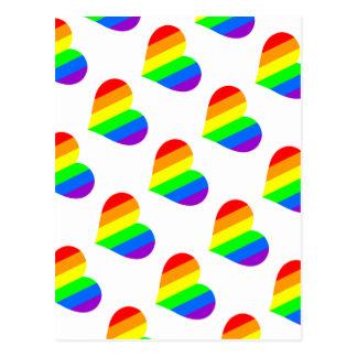 Un corazón en colores del arco iris postales