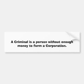 Un criminal es una persona sin bastante dinero… pegatina para coche