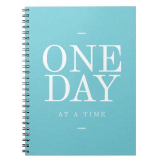 Un día - diario inspirado del trullo de las citas cuaderno