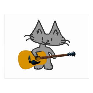 Un gato que toca su guitarra acústica postal