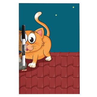 Un gato y una rata en el tejado pizarras blancas de calidad