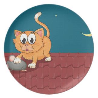 Un gato y una rata en el tejado plato