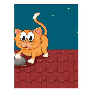 Un gato y una rata en el tejado postal