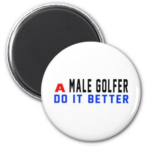 Un golfista de sexo masculino mejora imán de frigorífico