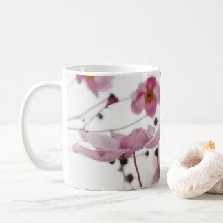 Un gusto de la taza de la primavera
