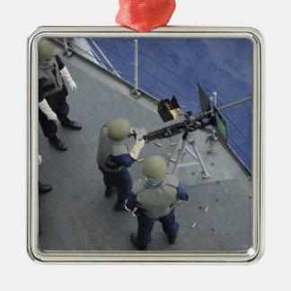 Un marinero de los E.E.U.U. enciende 50 un calibre Ornamento Para Arbol De Navidad