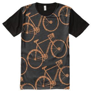un modelo de b.i.k.e.s camiseta con estampado integral