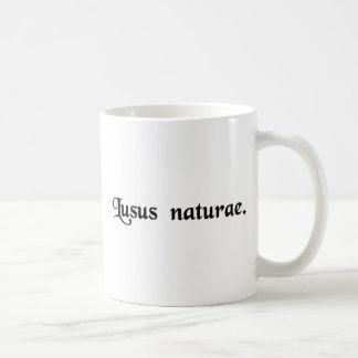 Un monstruo de la naturaleza taza básica blanca