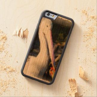 Un pájaro blanco y su pico grande funda protectora de cerezo para iPhone 6 de carved