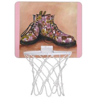 Un par del Dr. floral Martins Boots Mini Tablero De Baloncesto