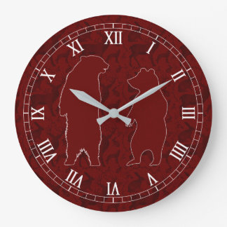 Un par del oso del arbolado en falso brillo de reloj redondo grande