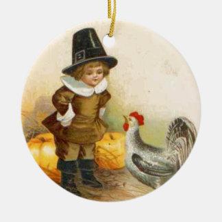 Un peregrino de la acción de gracias y un adorno navideño redondo de cerámica