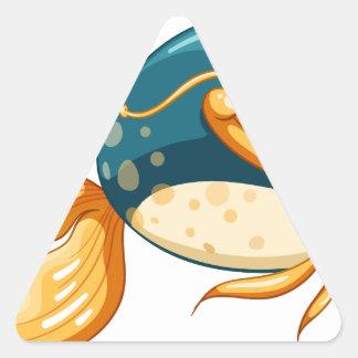 Un pescado con los ojos grandes pegatina triangular