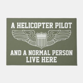 Un piloto del helicóptero y una persona normal