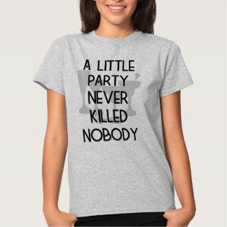 Un poco fiesta nunca no mató a nadie camiseta