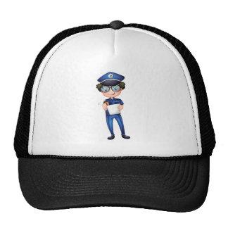 Un policía con una pluma y un papel gorras